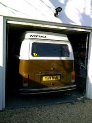 door wont close.. (lotus-gt) Tags: berlin vw volkswagen deluxe westy camper combi kombi westfalia