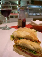 (Jacqueline B.) Tags: sandwich parma uva grape grapejuice sanduiche presunto sucodeuva
