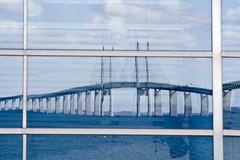 Öresundsbron (Håkan Dahlström) Tags: bridge sea reflection water skåne agua eau wasser sweden framed schweden malmoe sverige acqua malmö vatten malmo malm oresund öresund öresundsbron svezia oeresund