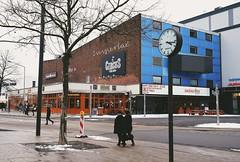 WOLFSBURG - IMPERIAL (Punxsutawneyphil) Tags: europe europa deutschland germany alemania niedersachsen bajasajonia lowersaxony wolfsburg stadt city urban kino imperial kinoimperial cinema sausalitos cityscape porschestr circus uhr clock 1517 barcelona architecture blue blau architektur