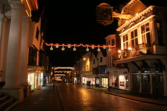 Guildford High Street (Chaz Folkes) Tags: lighting clock night christmaslights guildford cobbles highstreet guildhall tunsgate