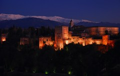 The Alhambra and Sierra Nevada at sunset (Globalviewfinder) Tags: snow mountains castle night spain europe citadel lookout clear espana alhambra granada moors sierranevada mirador globalbackpackers