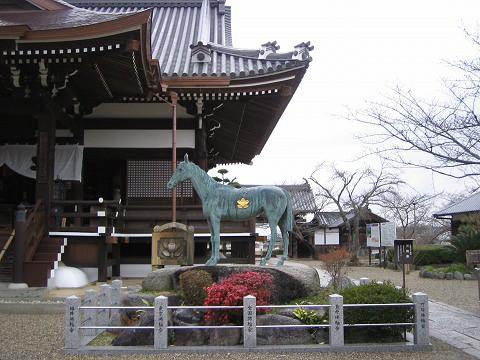 橘寺-愛馬の像