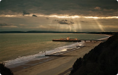 Bournemouth Seafront before Dusk. (Daniel Hodson) Tags: uk light sunset cloud dan beach canon 350d seaside flickr ray unitedkingdom daniel aib peter dorset canon350d canoneos350d bournemouth freelance hodson visualcommunication oceanshore amazingamateur theunforgettablepictures proudshopper hoddo multimegashot artsinstitutebournemouth danielpeterhodson danielhodson amongstthethorns theartsinstitutebournemouth dhodson wwwdanielhodsoncouk httpwwwdanielhodsoncouk