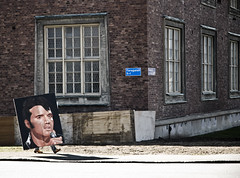 Elvis has left the building (gothicburg) Tags: streetart gothenburg elvis theking elvislives lightroom catchoftheday gonebutnotforgotten huvudfoting walkingart extremestreetphotography walkinghead bigheadsmallfeet