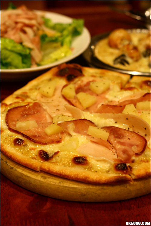 turkey ham special pizza