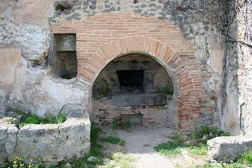 Pompeii Oven - behind scenes