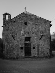 Chiesa della Madonna dei Cacciatori - Bolsena (frillicca) Tags: 2016 agosto august bn bw biancoenero blackandwhite bolsena chiesa church lazio madonnadelcacciatori panasoniclumixlx100 tuscia