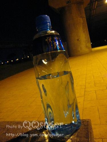 你拍攝的 悅氏礦泉水紀念瓶。