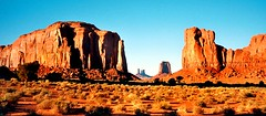 Monument Valley (Window) (ruddy_rutherford) Tags: monumentvalley