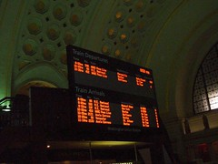 Union Station, Washington, DC (Lee Cannon) Tags: lighting station train washingtondc dc washington districtofcolumbia arch ceiling historic trainstation unionstation trainboard trainarrivals
