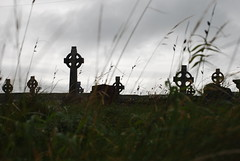 Celtic Cemetery in Aran (Fuzita) Tags: ireland cemetery islands cross celtic aran islas aranislands inishmore irlanda islasaran