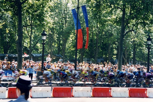 the TdF finishes with 8 laps of the Champs-Elysees (c2009 FK Benfield, all rights reserved)