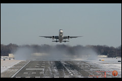 UPS 757 Removing Snow Departing RWY 23 @ DSM (Kris Klop) Tags: snow plane airplane airport aircraft aviation off cargo des ups take boeing airlines dsm 757 moines desmoines airlie b757 superbmasterpiece kdsm