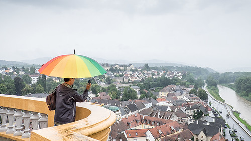 Fotógrafo con paraguas
