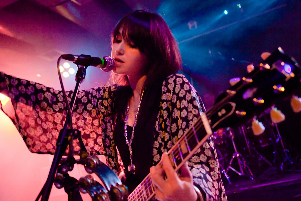 Howling Bells: Lights were tasty