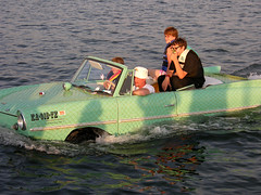 Amphicar (Paul McRae (Delta Niner)) Tags: 2005 lake water hat minnesota germany boat cool minneapolis german triumph townlake neat lbeck mn artcar amphicar tbh lakeharriet schwimmwagen portmanteau hanstrippel leylandmotorslimited d800fr