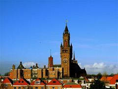 THE HAGUE: THE PEACE PALACE (Akbar Simonse) Tags: holland tower netherlands architecture buildings thenetherlands bluesky denhaag roofs vredespaleis thehague peacepalace architectuur hda theperfectphotographer hofstijl dedoka 200000000stagelovers akbarsimonse