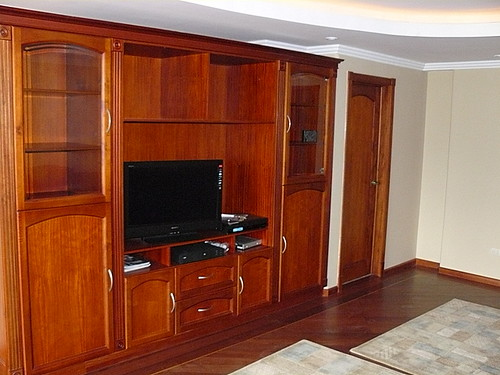 Cuenca condo hardwood finishes