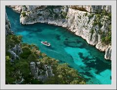 Calanque En-Vau (dubus regis) Tags: blue sea cliff france azul creek coast boat mar marseille meer barca mare barco turquoise cte bleu provence bateau falaise cassis emerald schiff ria cala acantilado steilkste azur calanques calanque turchese scogliera mditerrane precipcio riacho ra turquesa vau envau meraude trkise colorphotoaward superaplus aplusphoto mygearandmepremium felsbucht