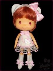hello kitty outfit..HAND MADE ( Wendy MC ) Tags: hk cute mexico outfit doll rosa craft sanrio linda stuff kawaii wendy strawberryshortcake vestido collector bandai ssc mueca coleccin muequita hechoamano coleccionista wendymc rositafresita vestidito hellokittycostume tartadefresa frutillita hellokittyfan wendybonita mexicancollector coleccionistamexicana hellokittycollector sanriocollector sanriofan