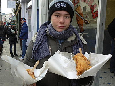 fish and chips dans la rue.jpg