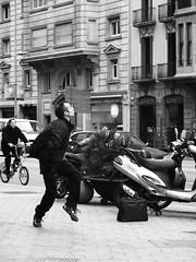 piccoli momenti di follia metropolitana (amemainda) Tags: barcelona strada uomo soe follia cuffie ballare metropoli equilibrioprecario sfidephotoamatori danielazullo kubrikslook mcb1415 iopersonalmentepreferiscolagenteinsanadimente mcb1907