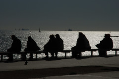 Frente al mar / In front of the sea (Miguel ngel Yuste) Tags: barcelona sea sun sol mar silhouettes siluetas 10faves