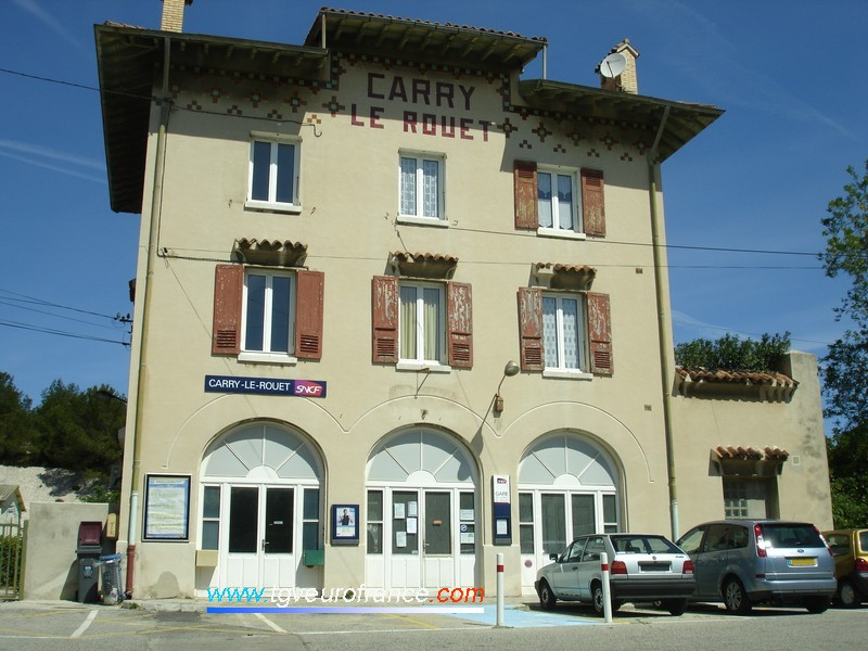 La gare SNCF de Carry-le-Rouet (13620) sur la ligne de la Côte Bleue dans les Bouches-du-Rhône