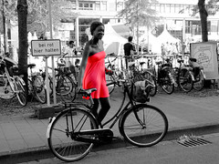 """bei rot hier halten"" - ""stop here when red"" (xmyrxn) Tags: red bw woman white black rot girl bike bicycle rad nrw sw frau schwarz fahrrad mdchen mnster weis xmyrxn"