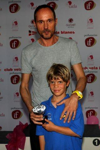 Josep Font entrega un premio