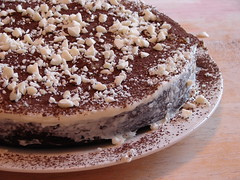 Chocolate_cake_assembly
