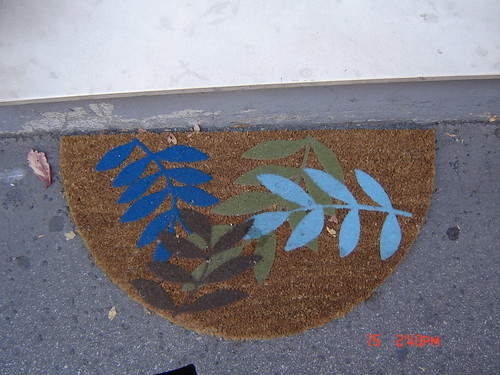 Leaves in a rug by Anna Amnell