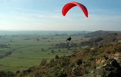 Chris soars Eyam. (Raveydv) Tags: sky nova flying high district peak paragliding soaring ra paraglide eyam raveydv