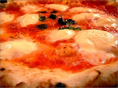 Donna Margher (bluandgreen) Tags: lumix pizza margherita buona sfide bluandgreen colorphotoaward sfidephotoamatori