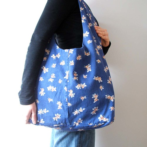 Reclaimed blue floral denim dilly bag