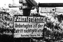 Privatgelände (Dennis KHB) Tags: bremen schild privatgelände campingplatz uboot bunker farge schranke verkehrsschild privat gelände