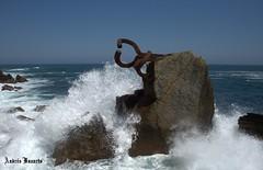 Peine del viento (andresbasurto) Tags: color azul mar agua escultura cielo mayo donosti olas chillida gipuzkoa sansebastián 2011 peinedelviento andresbasurto
