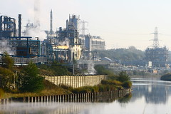 IMG_7824 (lepista) Tags: city morning mist sunrise river industrial pylon weaver complex runcorn 20071020