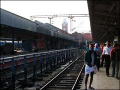 Chennai Central Platform (inderSTADT) Tags: india track platform rail clocktower chennai porter railways tamilnadu centralstation railtrack indianrailways balagopalan chennaicentral southernrailways inderstadt dravidam india2008 madrascentral dravidum draveyedum