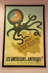 la guerre froide (Dominique Pipet) Tags: france museum photo foto dollar octopus normandie fotografia pcf yankee calvados caen communisme coldwar 14000 fotografa communiste pieuvre caenmemorial guerrefroide particommunistefranais dompipet dominiquepipet mmorialdecaen
