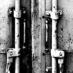 RUST1 (Francisca Paiva) Tags: ferrugem nmero abandono fechadura canos contentor