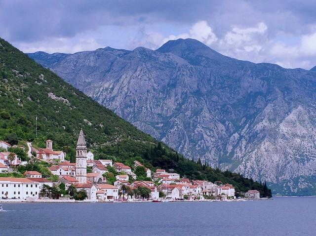 Der Ort Perast an der Bucht von Kotor