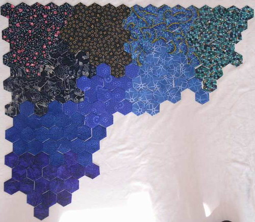 dunkel- und kräftigblaue Hexen