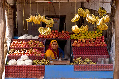 Mountain fruit stall (Elishams) Tags: street woman india frutas colors shop fruit market indian vegetable mercado worker streetseller streetvendor vegetales madhyapradesh northindia fruitstall mtier  amarkantak indedunord