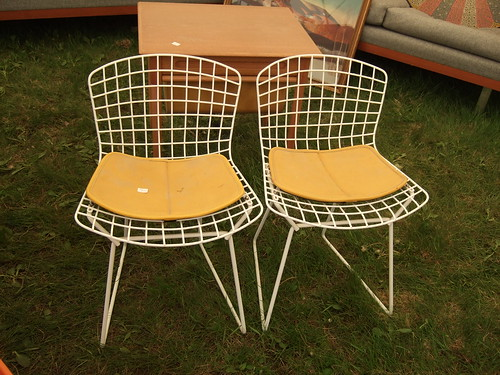 Pint-sized Bertoia Wire Chairs