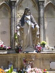 Béziers: cemetery madonna
