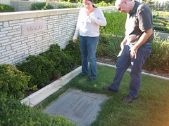 Jon and Amy pay their respects to Telly Savalas. Who loves ya, baby? (09/03/2006)