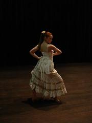 (Silvia León) Tags: españa blanco dance spain dress belgium belgië dancer danse andalucia leon silvia belgica flamenco dans oro danseuse フラメンコ