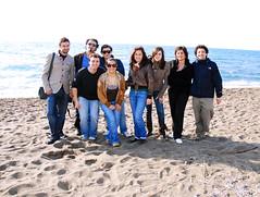 un mini raduno flickeriano (Illusiontom) Tags: people beach nikon flickr persone nikkor procida spiaggia gruppo 1870 raduno d80 flickeriani illusiontom